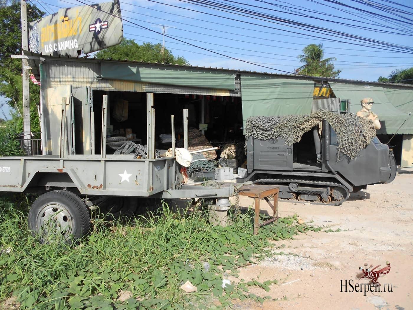 Шоппинг в Паттайе: магазин одежды в стиле милитари и военного снаряжения в районе Джомтьен