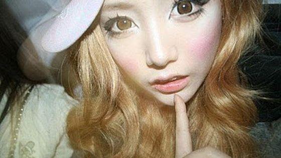 Юная кореянка два года не смывала макияж