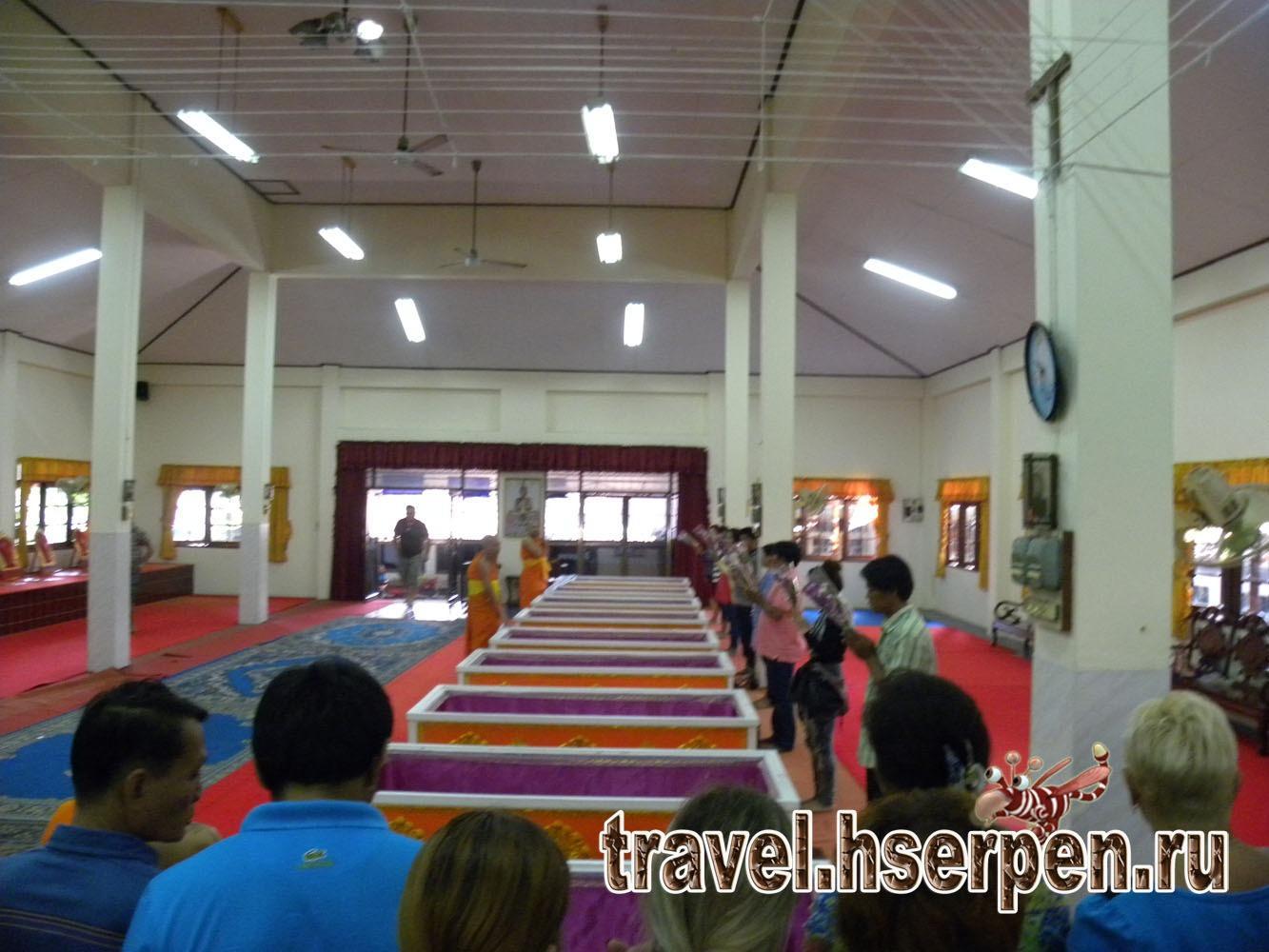 Фото дня: Похороны неудачи в тайском буддийском храме