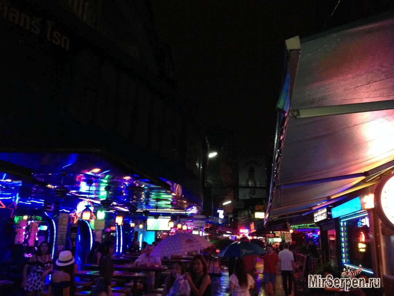 Soi Cowboy — улица «красных фонарей» №2 в Бангкоке