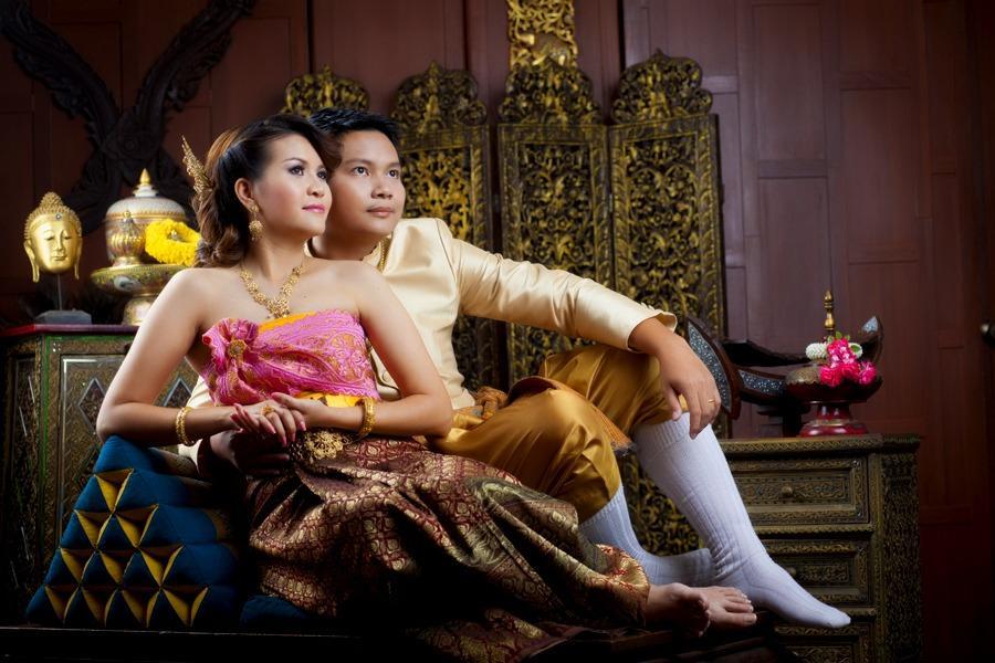 Отношения между женатыми тайцами - взявшись за руки шагать...