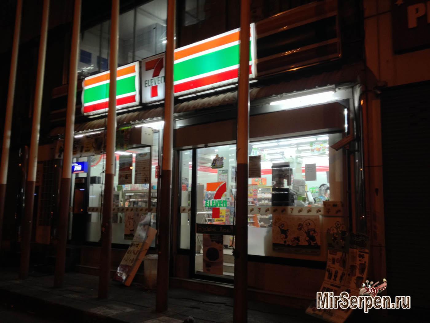 Еда в магазинах 7/11 и Family Mart