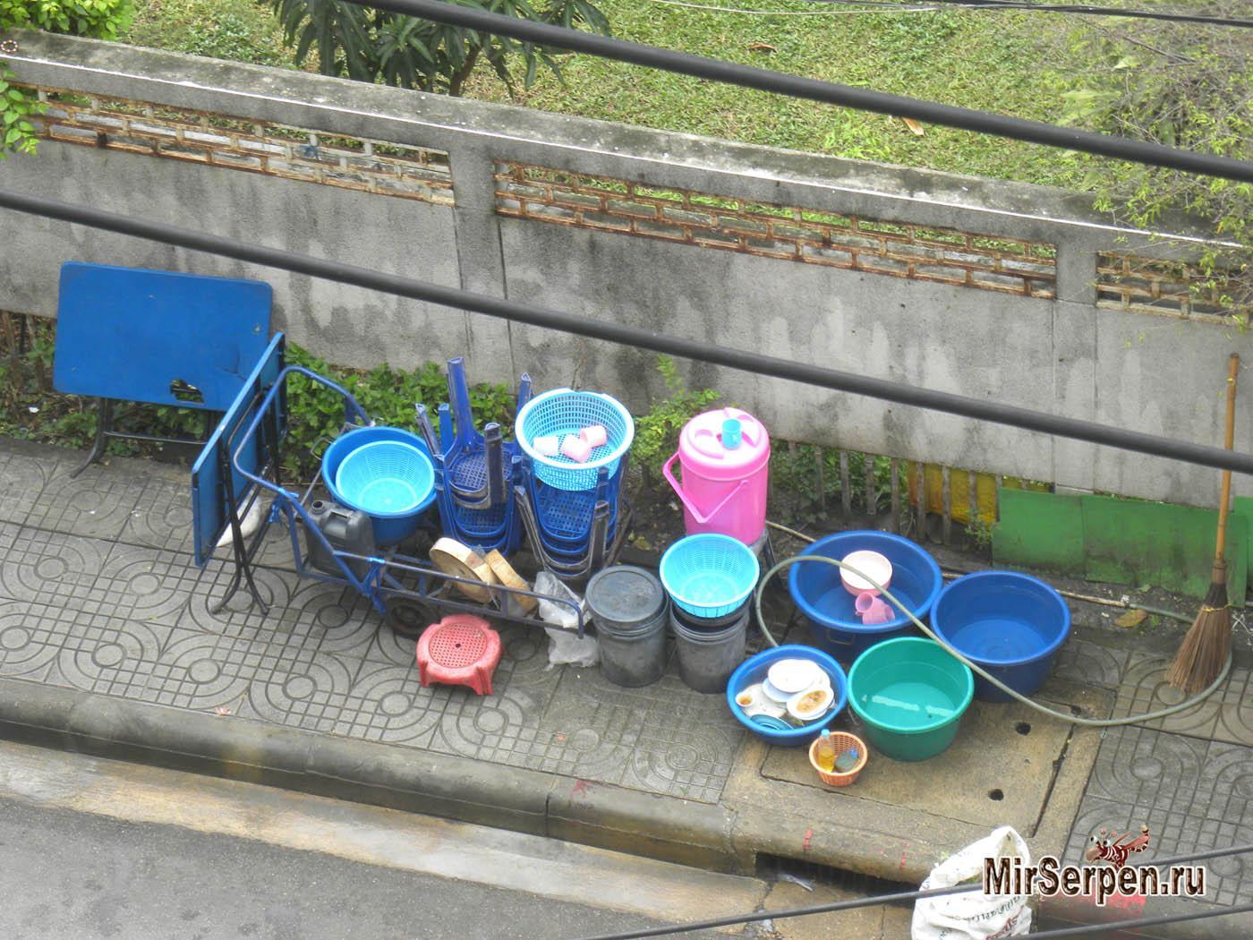 Про мытье посуды в уличных кафе Таиланда
