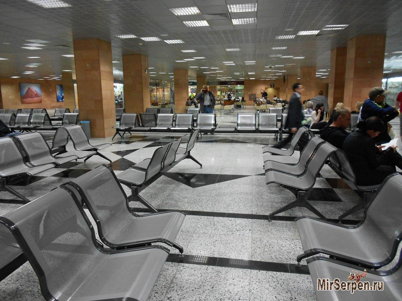 История про отставшего от самолета туриста в египетском аэропорту