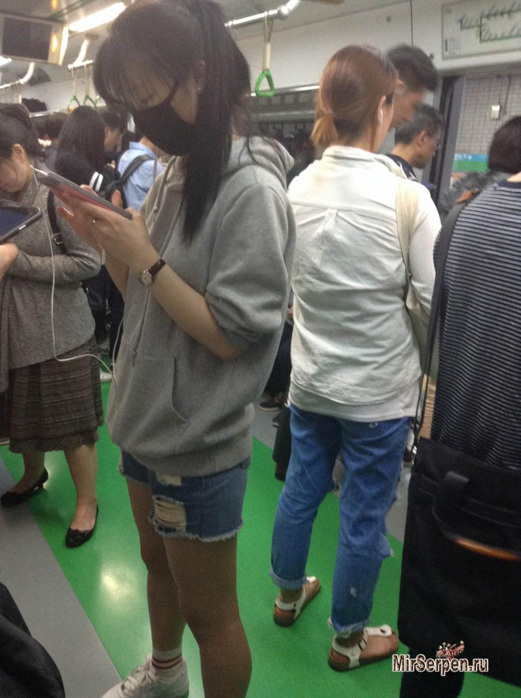 Азиатки в метро, фото голой девушки в душе