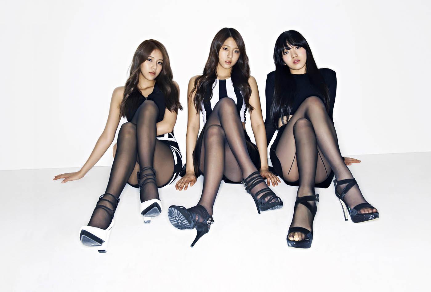Korean kpop-stars miniskirt on fancam