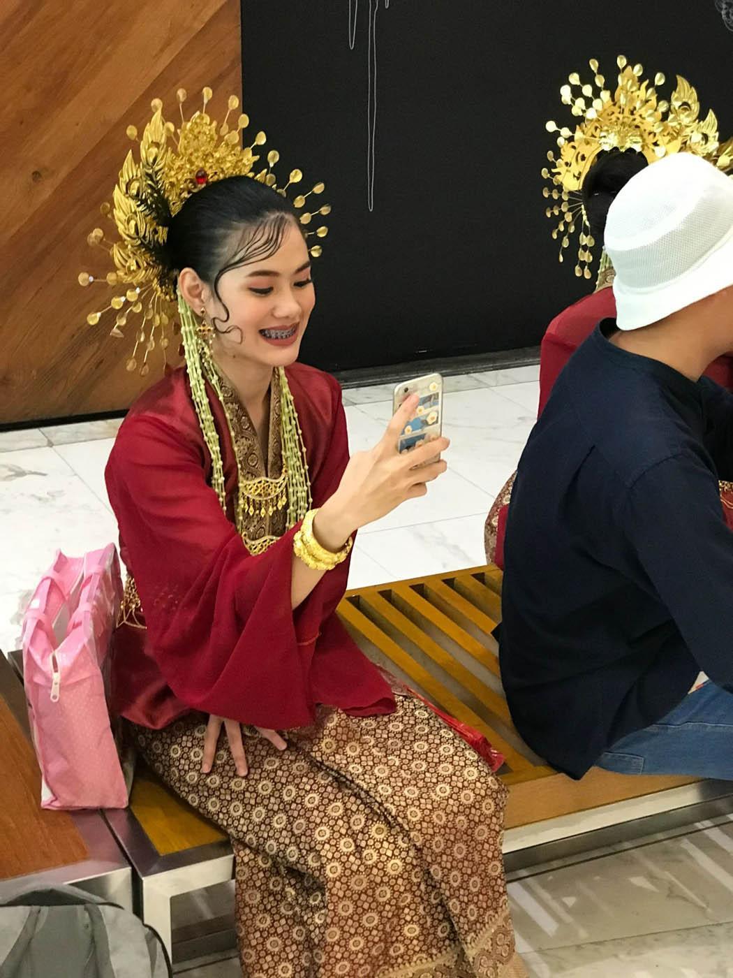 Тайцы и телефоны