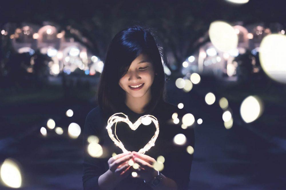 Обычная вьетнамская девушка на азиатском сайте знакомств...