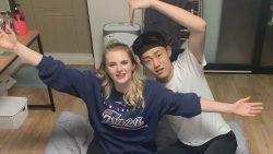 Кореец и его британская подруга показывают опасную йогу
