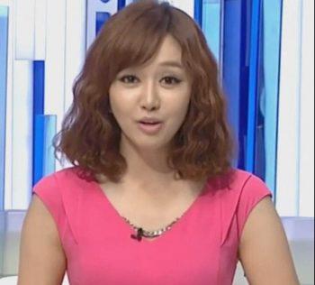 Симпатичную корейскую телеведущую подловили