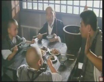 Грубоватый китайский юмор про поедание мух