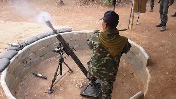Тайцы учатся стрелять из миномета