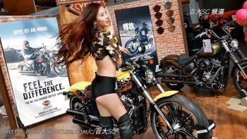 Тайваньские модели в шоу-руме Harley-Davidson