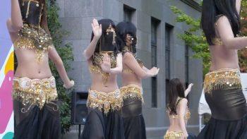 Японки танцуют танец живота на Waseda festival 2019